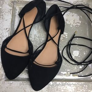 SZ 6 Black Pointed Toe Lace Up Flats